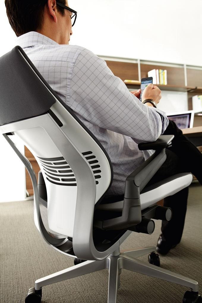 Steelcaseu0027s new Gesture chair offers customers a solution designed to accomodate how most modern office workers & Sit Smart: Steelcaseu0027s new chair designed for modern worker habits