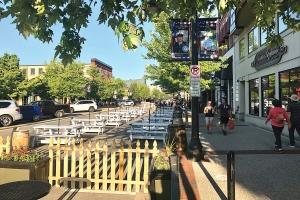 Whitmer signs bar, restaurant relief package expanding alcohol sales