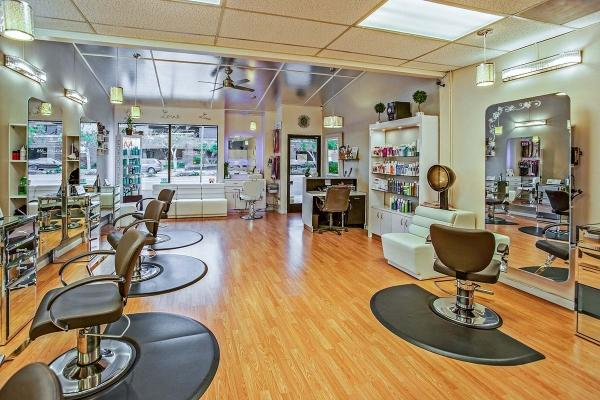 Salons, spas, barbers call on Whitmer to reopen industry