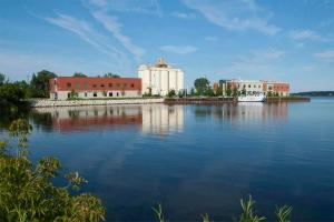GVSU, MSU team up to tackle important water issues across Great Lakes region