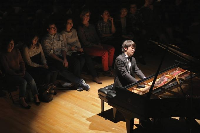 "When 22-year-old classical pianist Seong-Jin Cho played in February as part of The Gilmore Keyboard Festival's ""Rising Star Series,"" the organization live-streamed the sold-out Kalamazoo concert to thousands of viewers around the world."