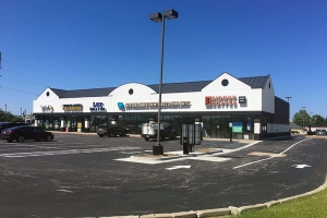 Bradley Co. closes on sale of retail center