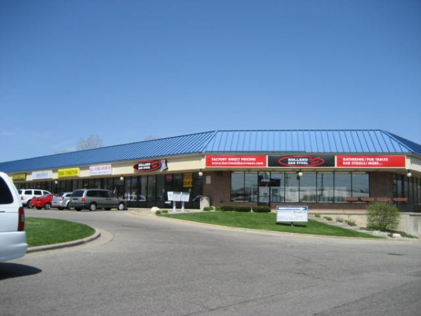 Grand Rapids shopping center sells to Michigan investor