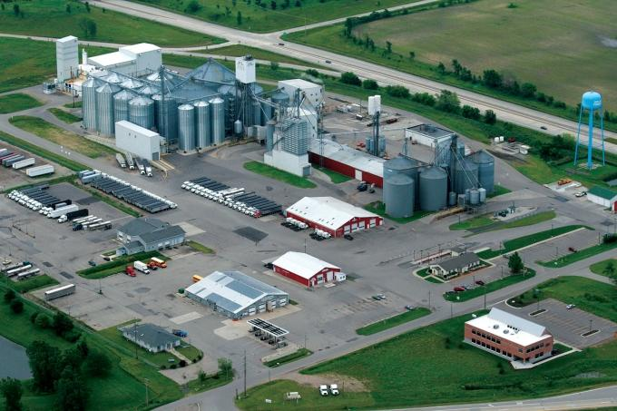 Executives at soybean processor Zeeland Farm Services Inc., shown here, said proposed Chinese tariffs on U.S. soybeans could hurt many growers who are already struggling with lower farm incomes in recent years.