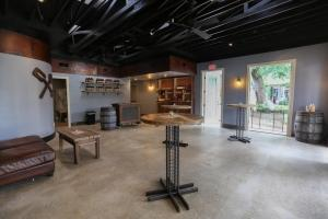 Holland distillery opens Saugatuck tasting room